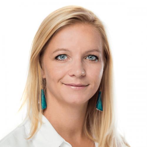 Dr. Dóra Friedreich