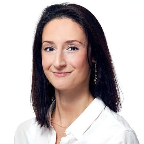 Eva Bata ist die Assistentin und die Dentalhygienerin der ArtDent Zahnarztpraxis in Budapest.